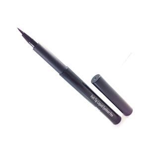 eyeliner with felt tip